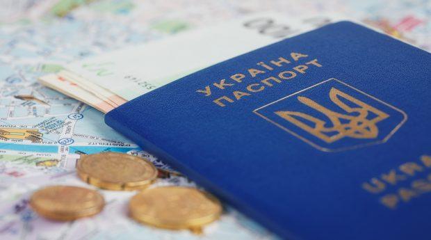 """В Україні не працює """"оновлена"""" система"""" оформлення довготривалих віз """"D"""" для іноземців"""